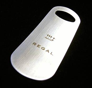 磨き屋シンジケートがリーガルとダブルネームで開発したステンレス製シューホーン