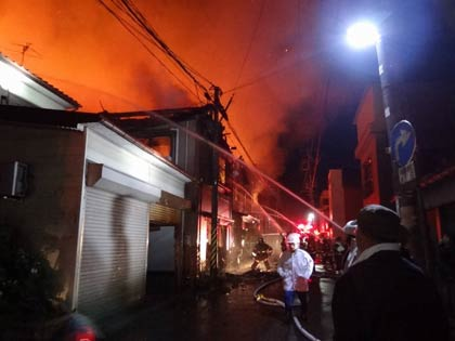 火災現場 火災現場 火災現場 高所から見る火災現場  三条市横町で建物火災、複数の建物が燃える