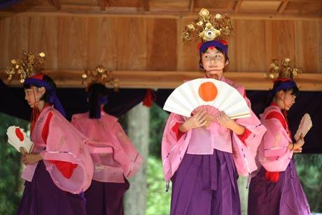 下大浦の升箕社で秋季大祭、猛暑日のなかで神楽奉納(2016.8.17)Original text