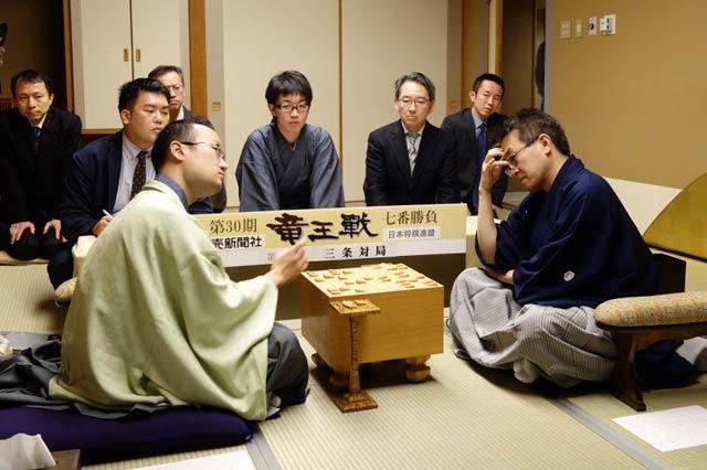 竜王戦第4局に羽生棋聖が勝利し...